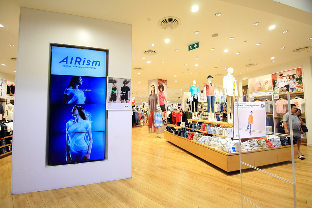 Uniqlo Shop with Airsm collection